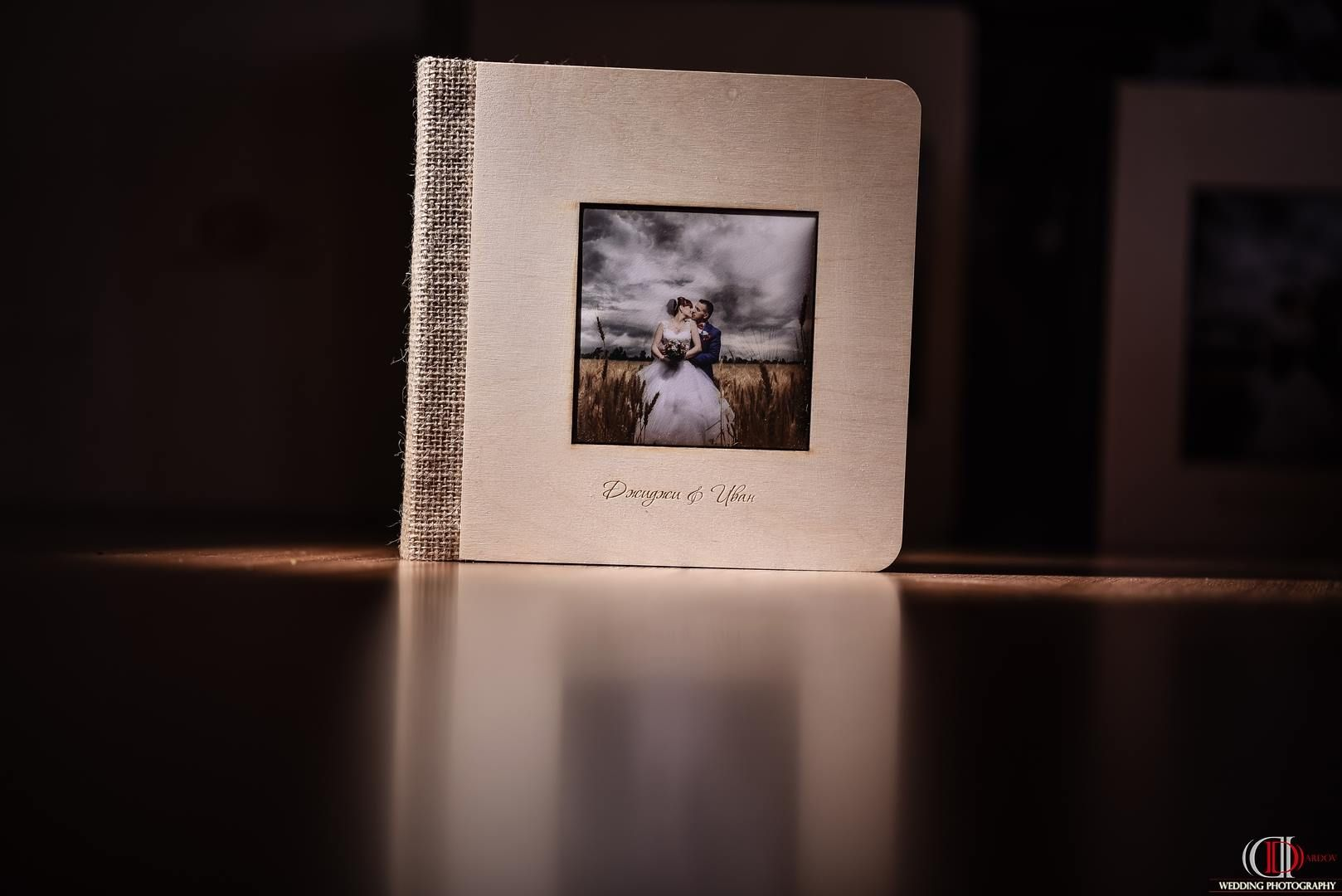 Албум 25х25 с дървена корица