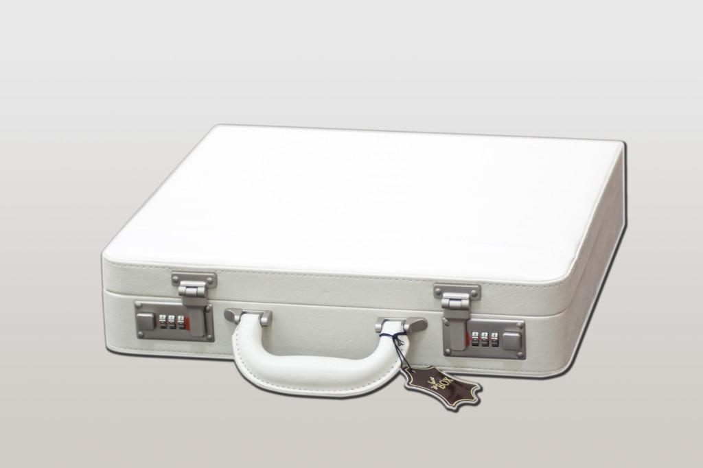 Бял луксозен куфар за албум 30х30